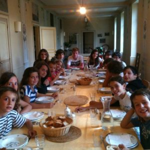 Enfants table Colonie aout 2011