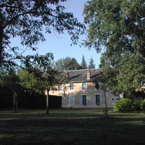 Grande maison vue de l'arriere